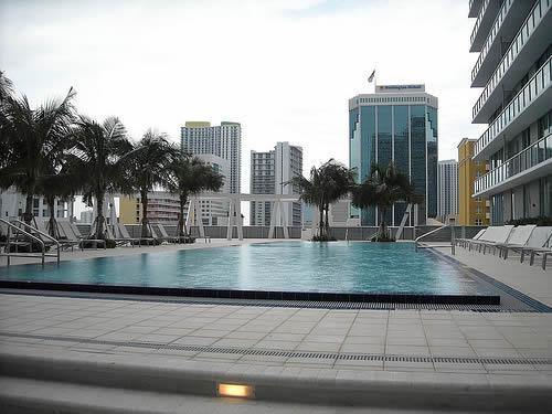 the-axis-at-brickell-miami-piscina