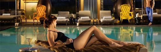 BRICKELL-SLS-HOTEL-RESIDENCES-piscina
