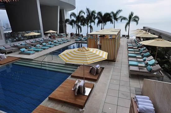 trump-ocean-club-panama-piscinas-3