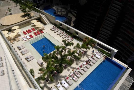 trump-ocean-club-panama-piscinas